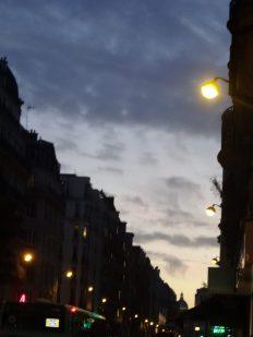 Paris, lumières de la ville, rue Beaubourg